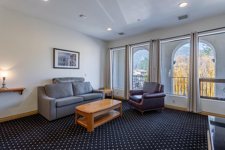Bonnie Linnea View Room